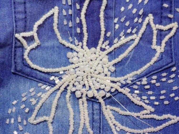 цветок на рубашке бисером