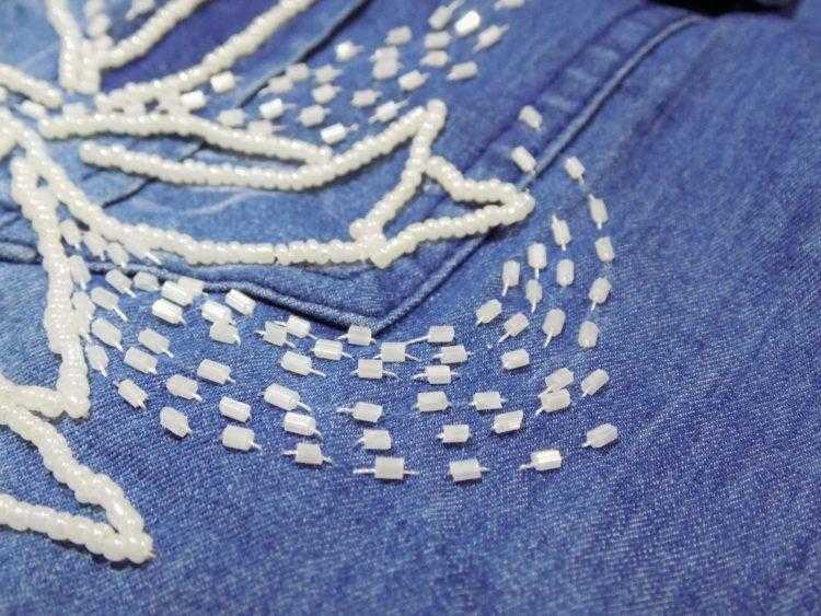 расшить джинсовую рубашку бисером