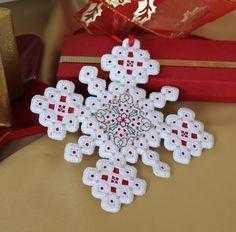 Новогодняя вышивка хардангер снежинок