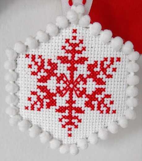 вышивка крестиком снежинка