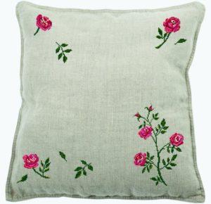 вышивка розы на подушке